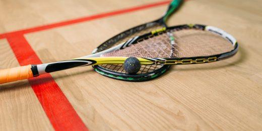 Squash rack och bollar.