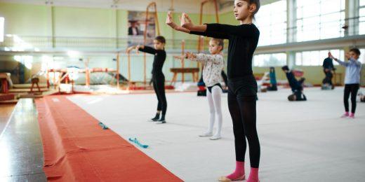 Barn som utöver gymnastik.
