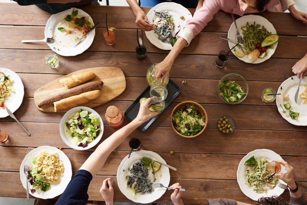 Vegetarisk middag tillsammans med vänner