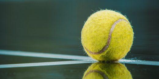 En tennisboll.
